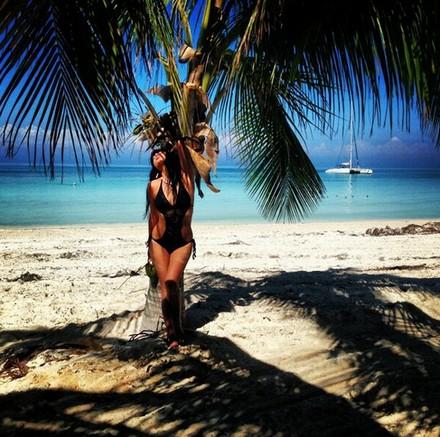 Экс-участница «Дома-2» Нелли Ермолаева разделась на Кубе