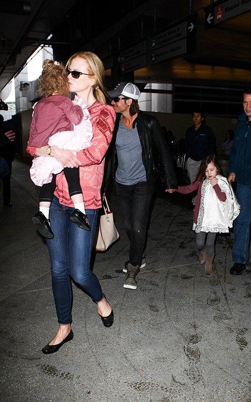 Николь Кидман со своей семьей прилетела в Штаты / Главный блог /