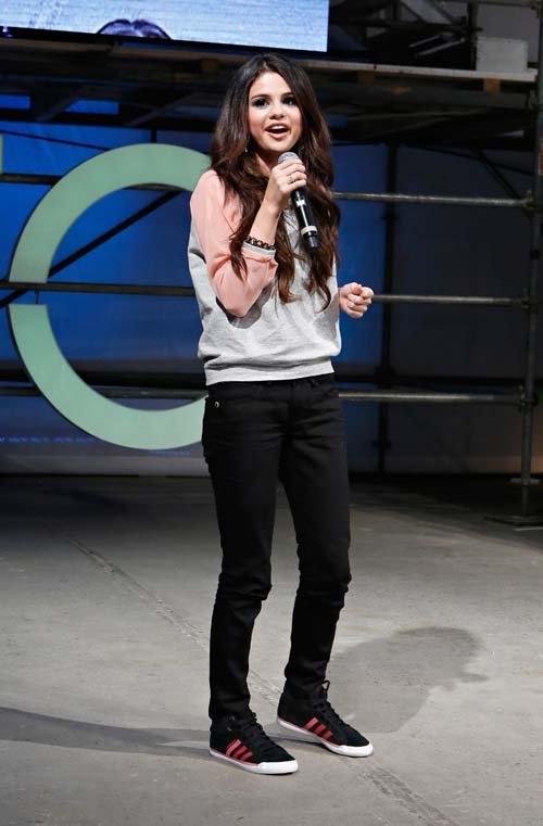 Селена Гомес выступила на шоу Adidas NEO / Главный блог /